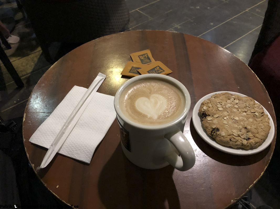 Bo's Coffee, Oatmeal and Rasin Cookie, Dumaguete, Philippines © Patrik Lord Travel Blog